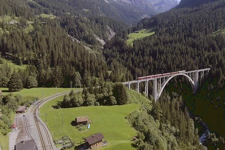 Kolej w Szwajcarii – czyli jak podróżować, by nie zbankrutować.